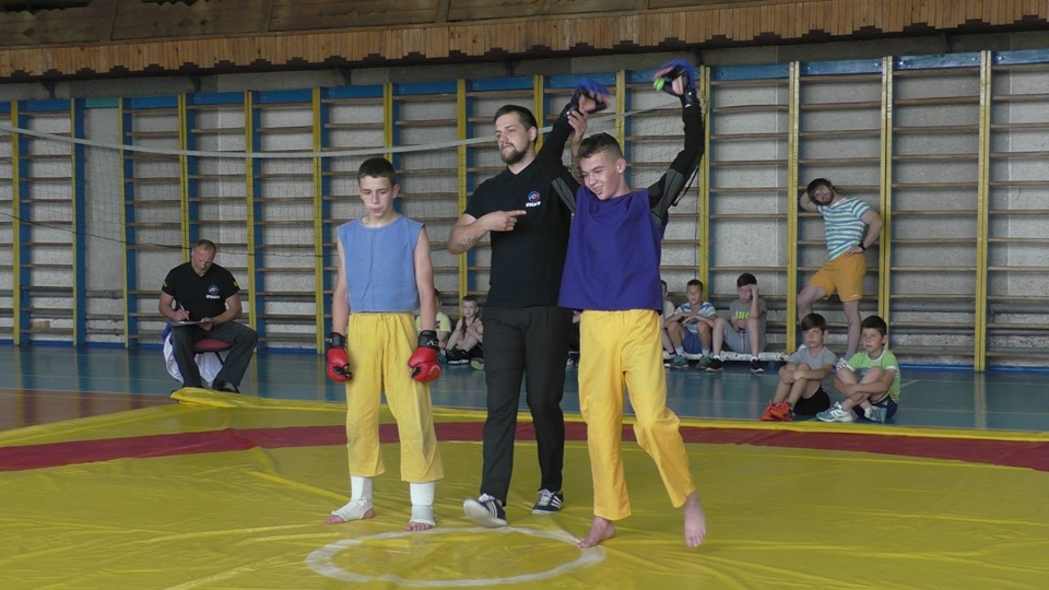 Відкритий чемпіонат Івано-Франківської області з фрі-файту стартував у Долині (ФОТО)