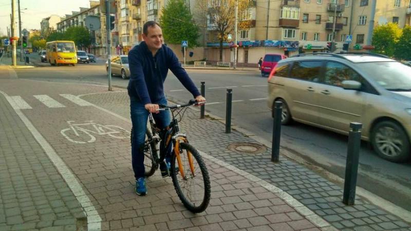 Місцеві чиновники сядуть на велосипеди, аби закликати франківців розвантажити вулиці від автівок