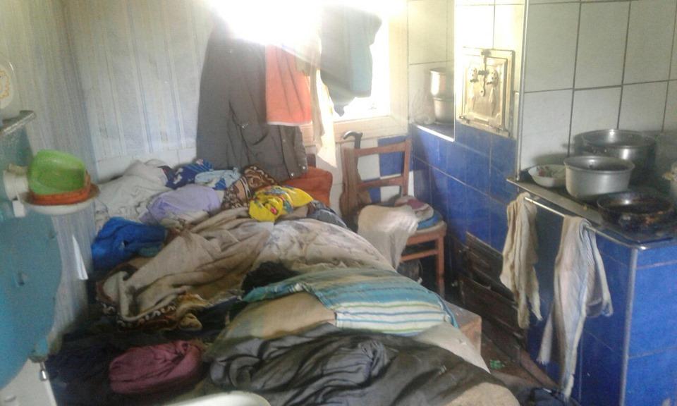 На Прикарпатті у двох родинах поліція виявила занедбаних дітей (ФОТО)