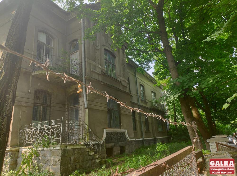 В УГКЦ пояснили, навіщо їм приміщення колишньої залізничної лікарні на Тарнавського