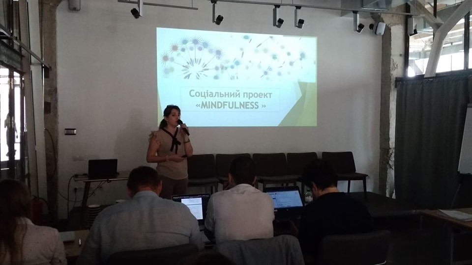 Станіславська миловарня, центр дослідження кави, розумний перстень і парасолька: франківці презентували інноваційні стартапи для міста