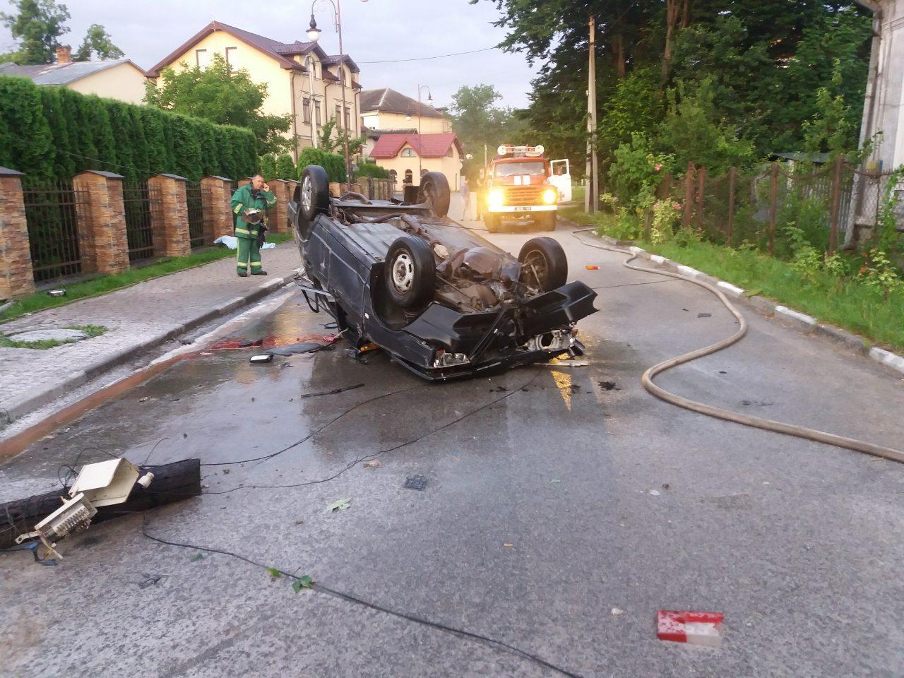 У Болехові удосвіта перевернувся і зайнявся ВАЗ: загинула пасажирка, а водій втік (ФОТО)