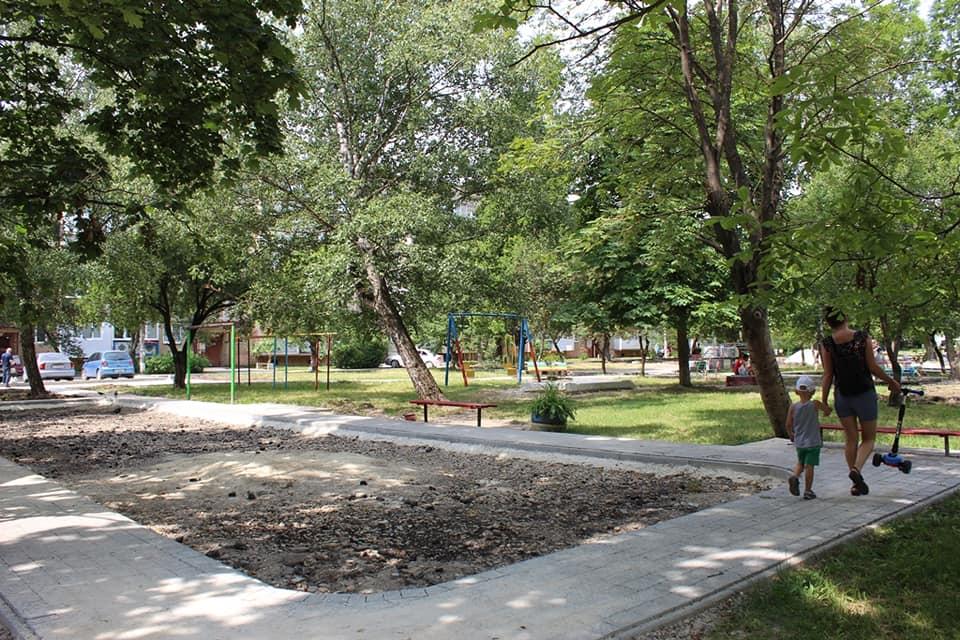 На Симоненка триває ремонт двору (ФОТО)