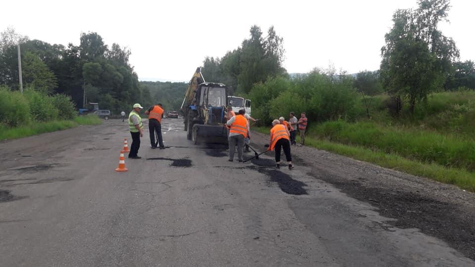 На Франківщині ремонтують дорогу регіонального значення Долина-Хуст (ФОТО)