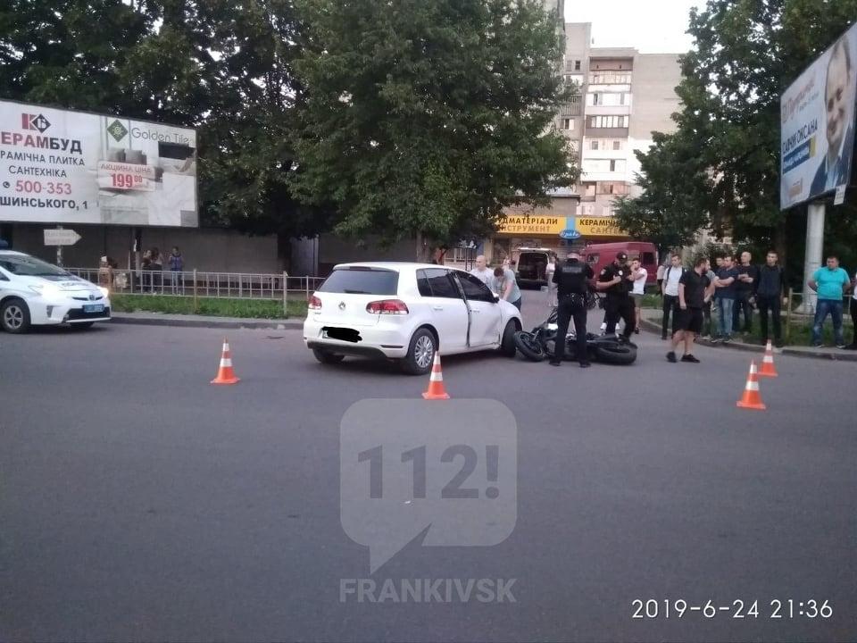 На Мазепи седан зіткнувся з мотоциклом: поліція покарала обох водіїв (ФОТОФАКТ)