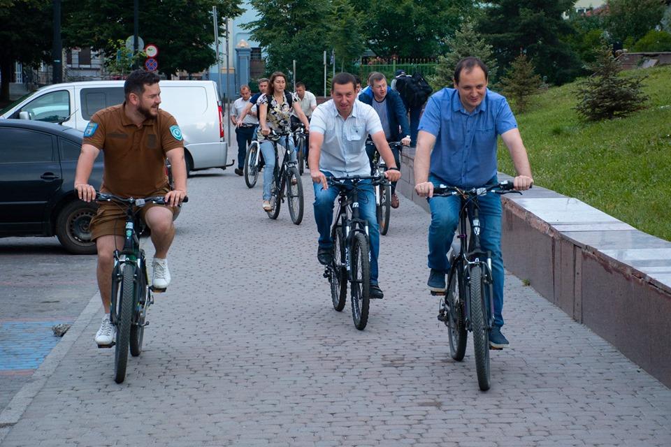 Ровер і колеги: Марцінків проінспектував місто на велосипеді (ФОТО)