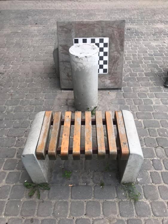 На БАМі хулігани зуміли розбити антивандальний стіл для шахів (ФОТОФАКТ)