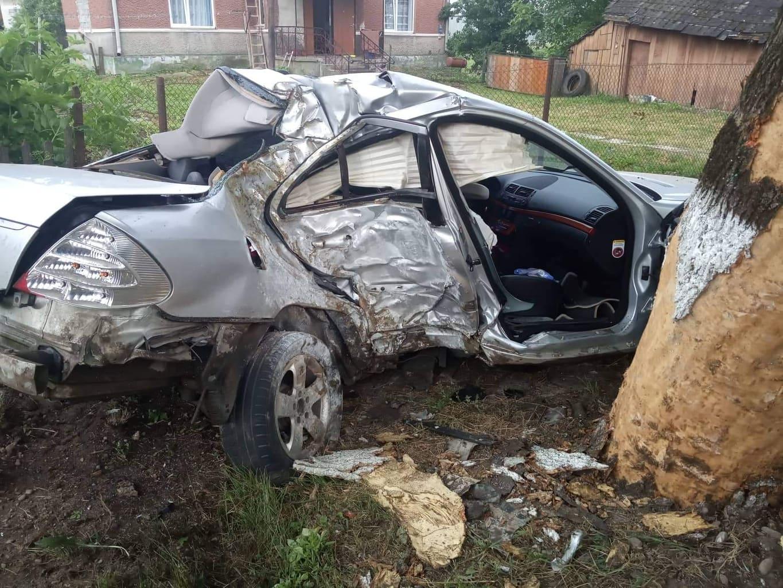 ДТП на Прикарпатті: авто на швидкості злетіло в кювет, водійка – у лікарні (ФОТО)