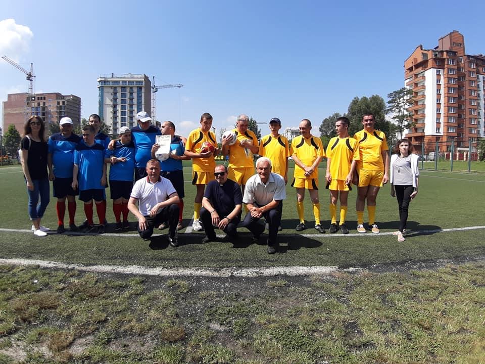 У Франківську для молоді з інвалідністю влаштували футбольний матч (ФОТО)