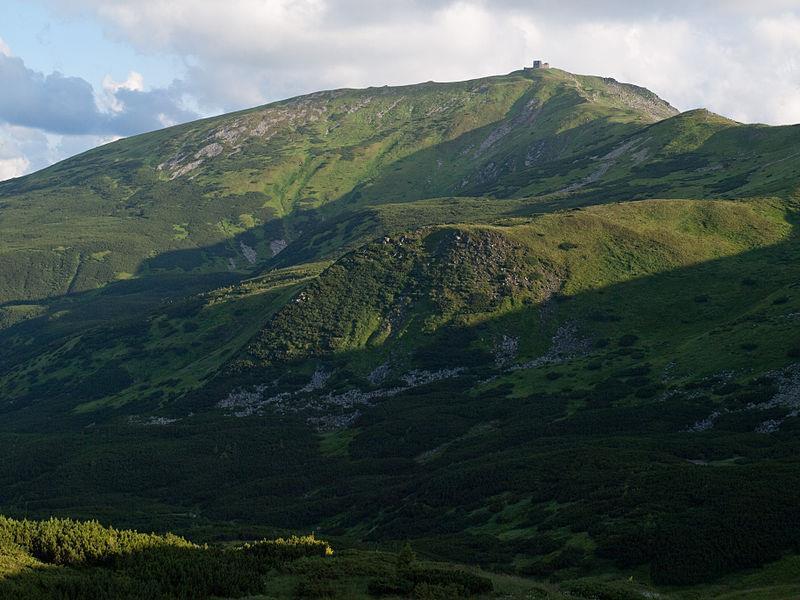 Рятувальники в горах надали допомогу групі туристів з виснаженими дітьми