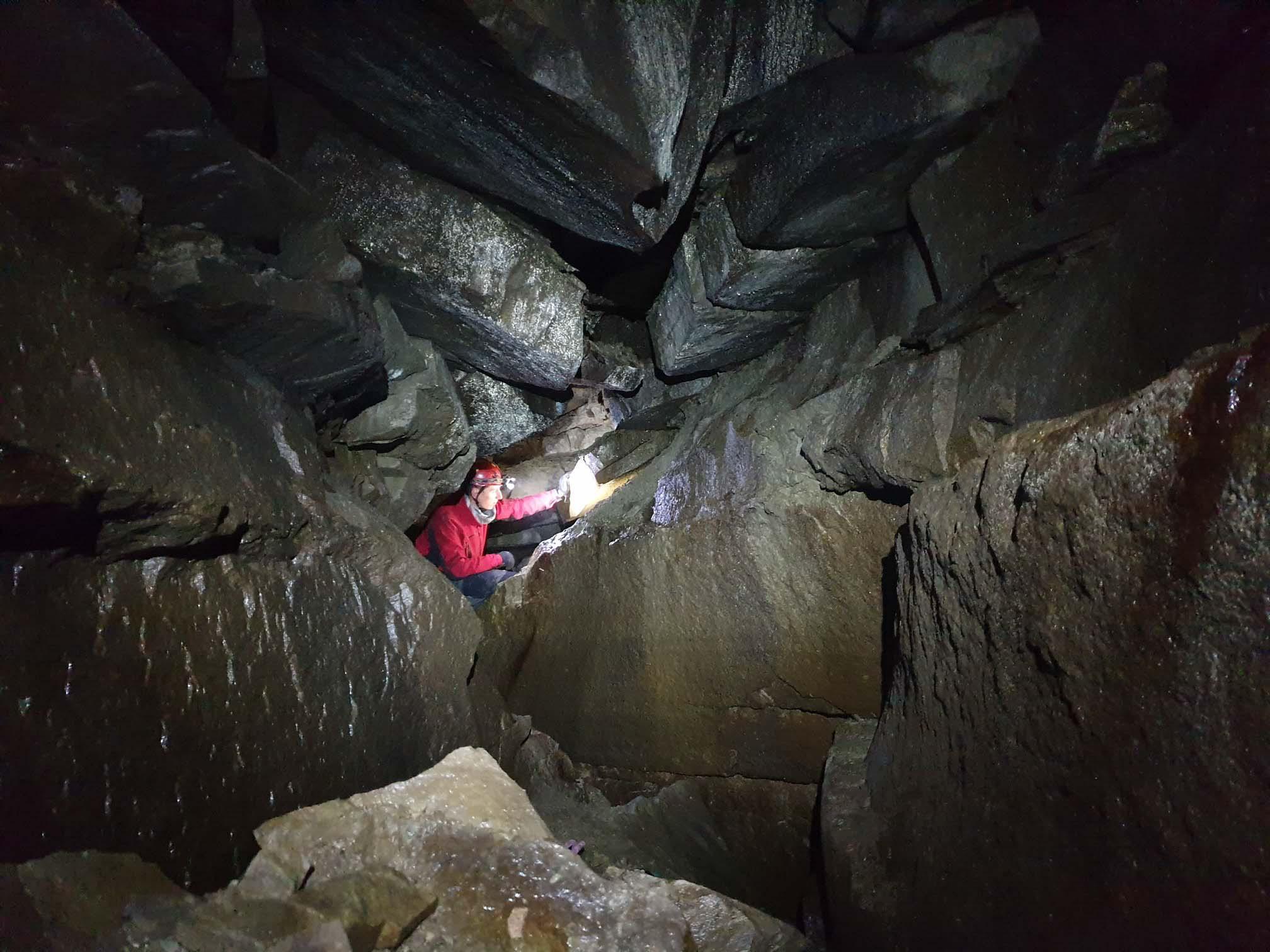 На Піп Івані обстежили найвисокогірнішу печеру України (ФОТО)