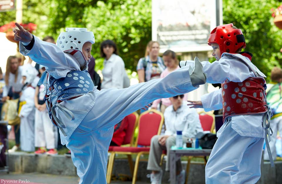 У Франківську просто неба змагаються 170 юних тхеквондистів (ФОТО)