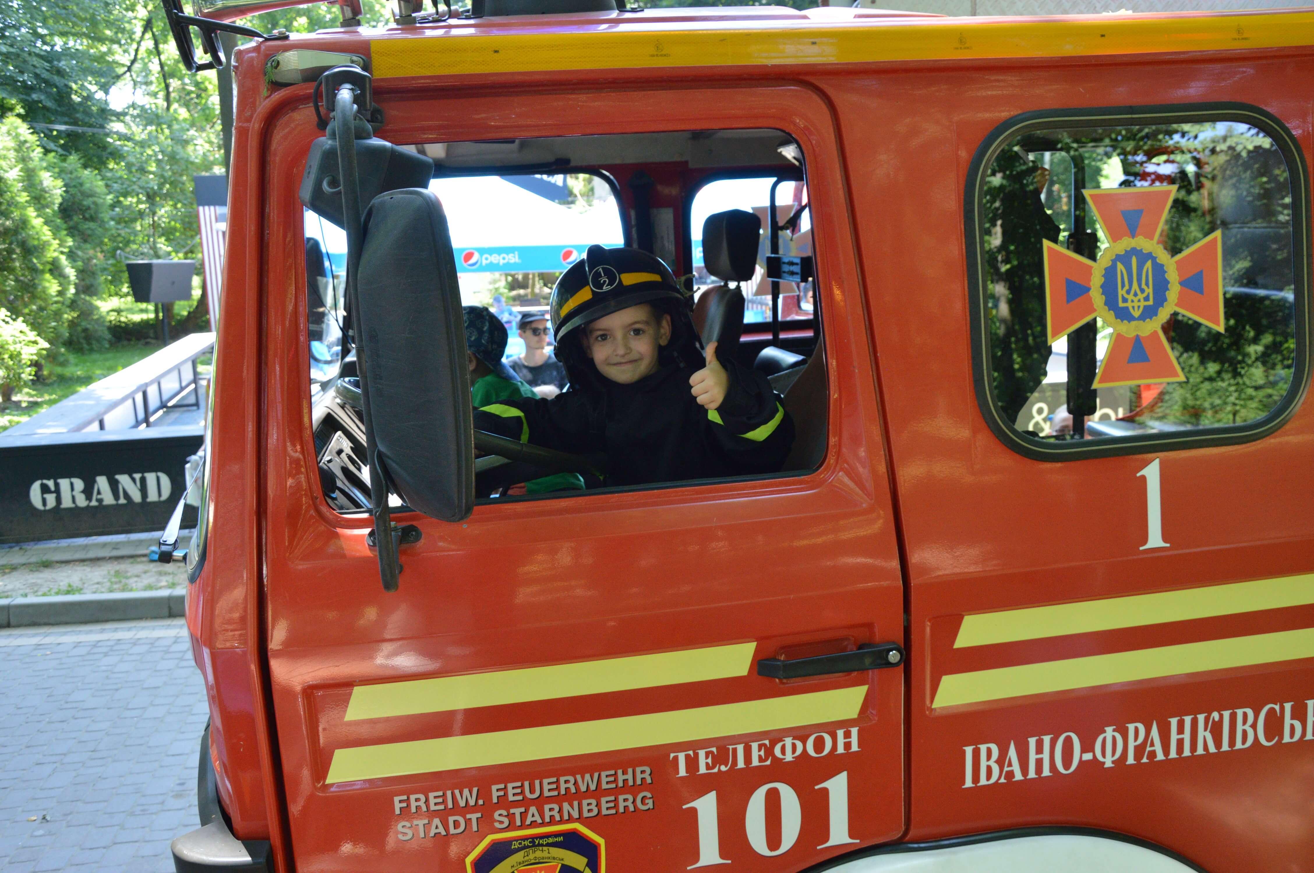 На «Місті професій» в Івано-Франківську діти  гасили пожежу (ФОТО)