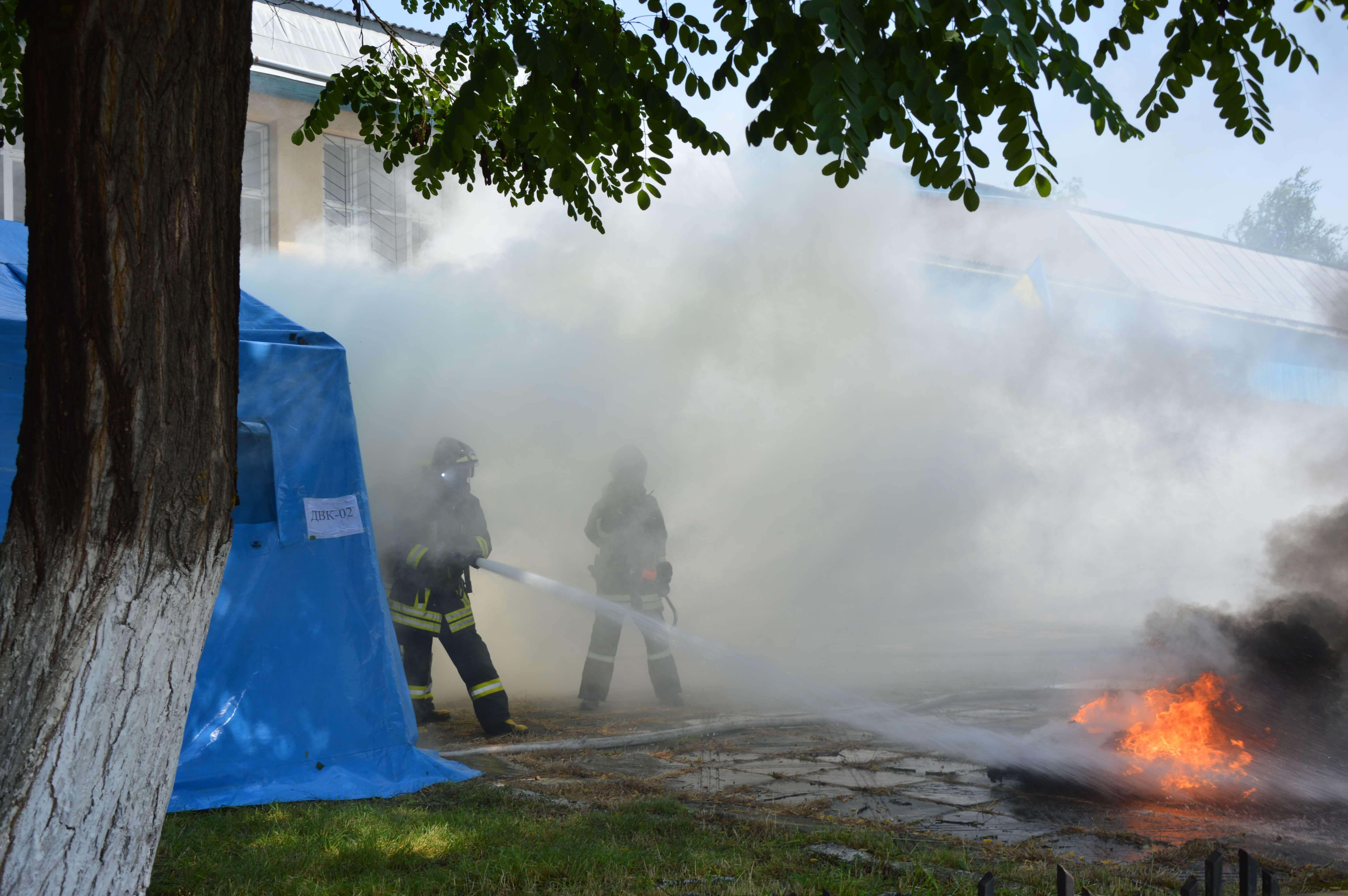 На Прикарпатті поліціянти і рятувальники провели спільні навчання до виборів (ФОТО)