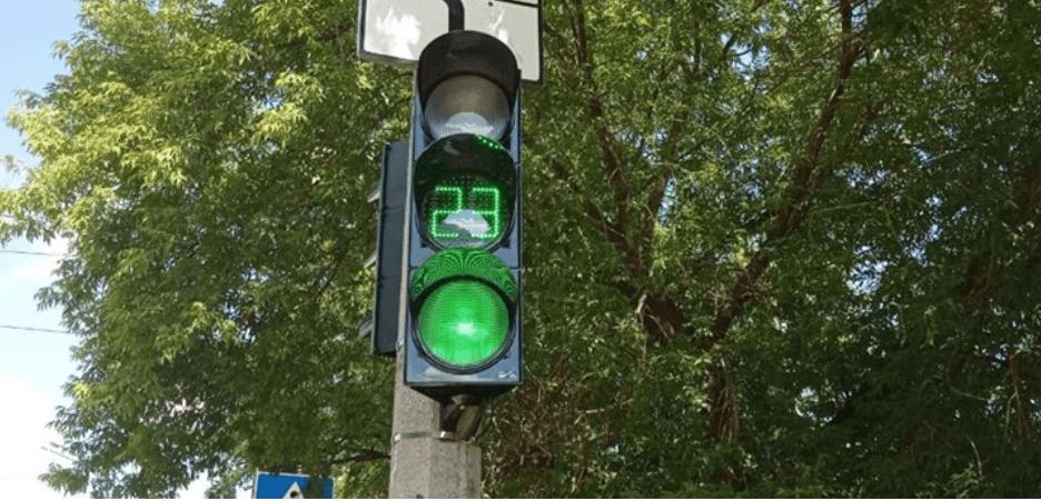Чергове франківське перехрестя поповнилося світлофорами із відліком часу (ФОТО)