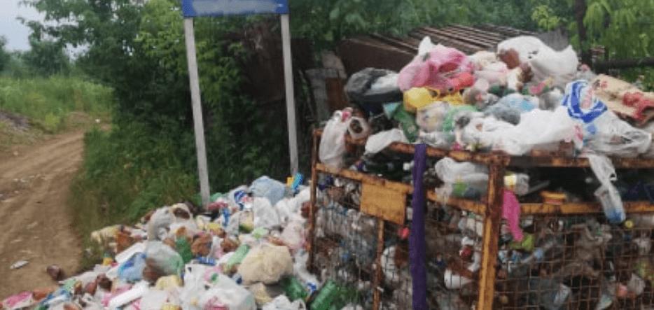 Поблизу Бистриці у Франківську смітник перетворився на масштабне сміттєзвалище (ФОТОФАКТ)