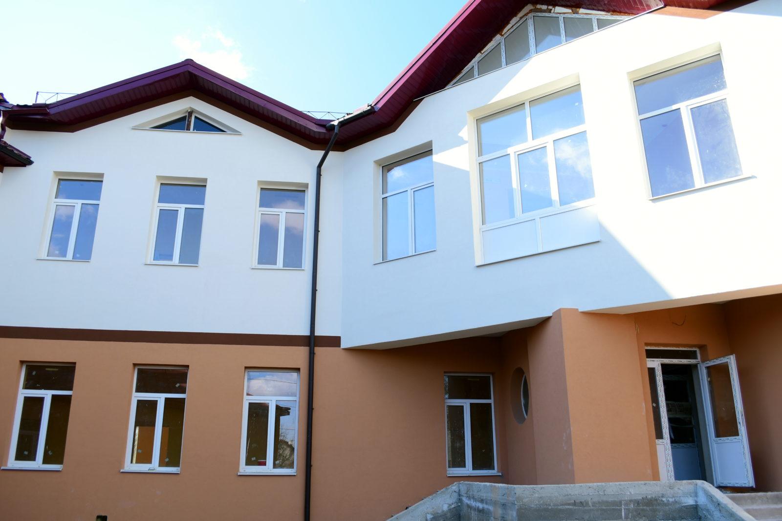 За крок до завершення будівництво нової школи у Хриплині (ФОТО)
