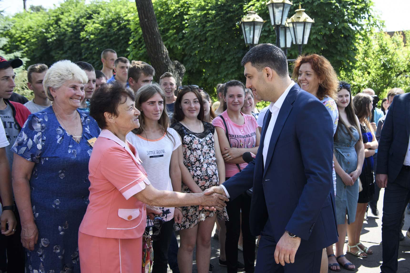«Середнім класом мають відчути себе український вчитель, лікар, фермер», – Гройсман про нову стратегію