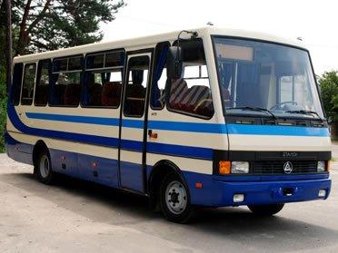 В Яремче під час руху автобуса через задні двері випала пасажирка