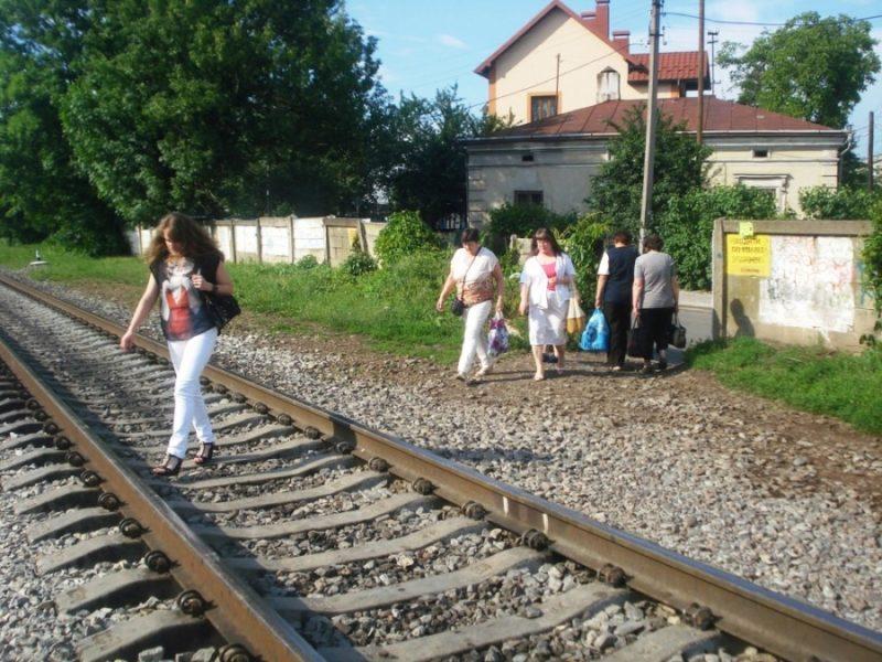 """""""Просимо облаштувати перехід через проблемну ділянку залізничної колії"""", – депутати міськради звернулися до міністра Омеляна"""