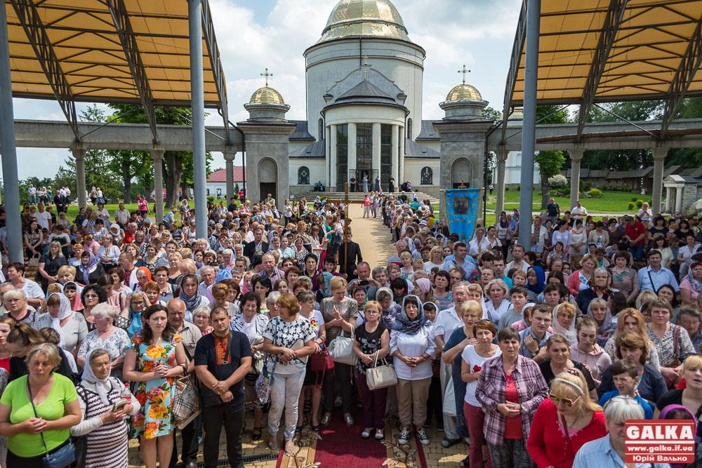 Тисячі медиків з декількох областей України з'їхалися на прощу до Гошева (ФОТОРЕПОРТАЖ)