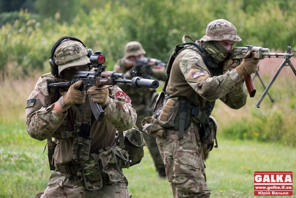 Прикарпатські націоналісти з УНСО провели збройний вишкіл (ВІДЕО)