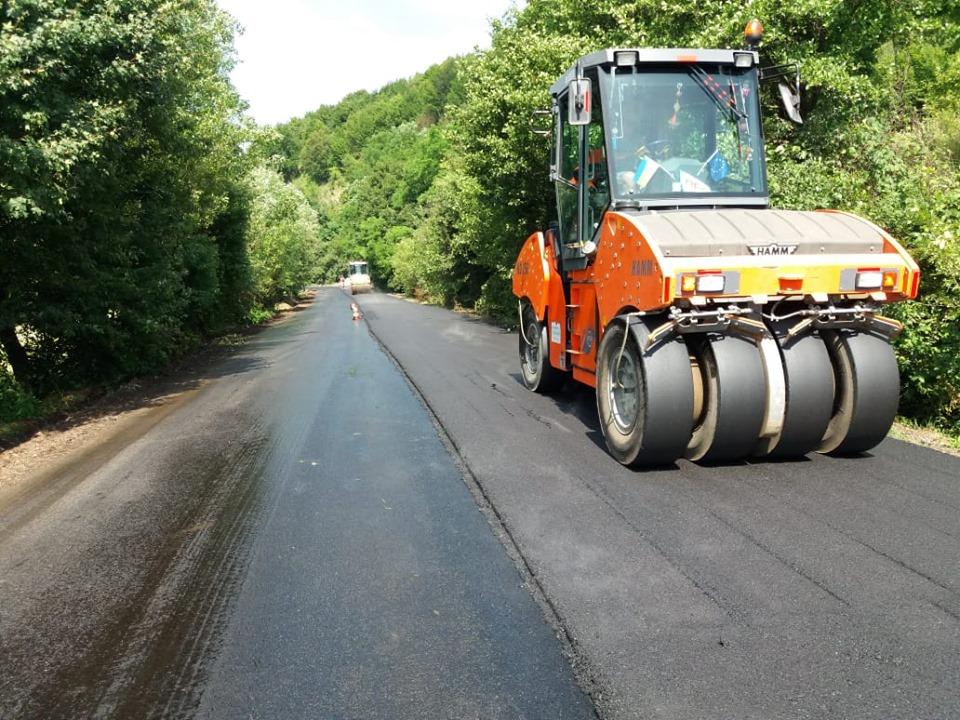Які дороги продовжили ремонтувати у липні на Прикарпатті (ФОТО)