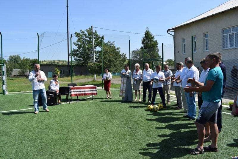 На Богородчанщині відкрили спортивний майданчик зі штучним покриттям (ФОТО)