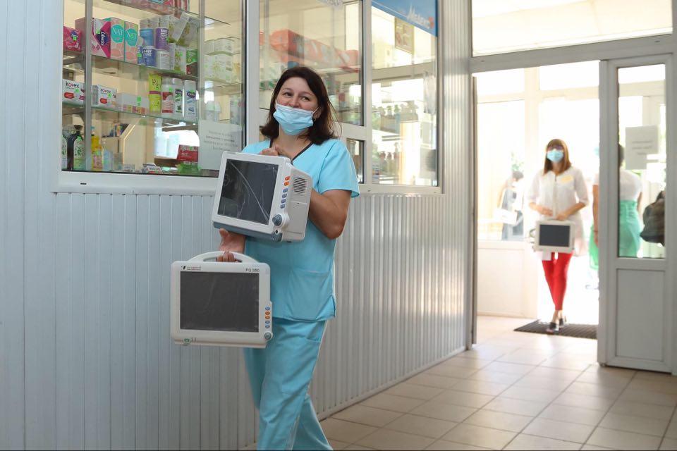 Червоний Хрест та Coca-Cola передали Обласному перинатальному центру обладнання для боротьби з COVID-19 (ФОТО)