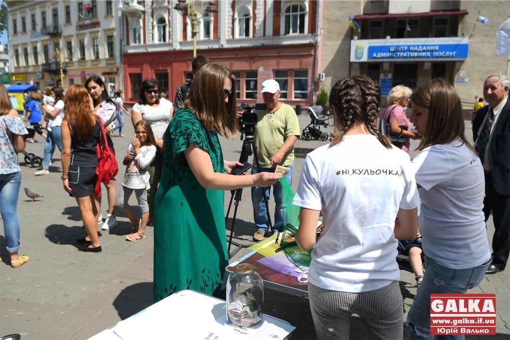У центрі Франківська продають екоторбини і закликають відмовитися від пластикових (ФОТО)