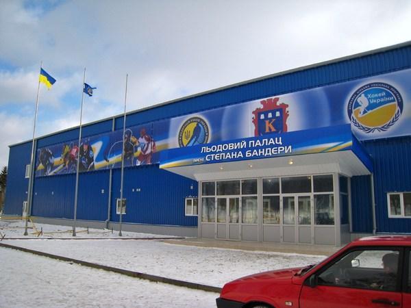 У Калуші закрили льодовий палац, який звели лише десять років тому (ВІДЕО)