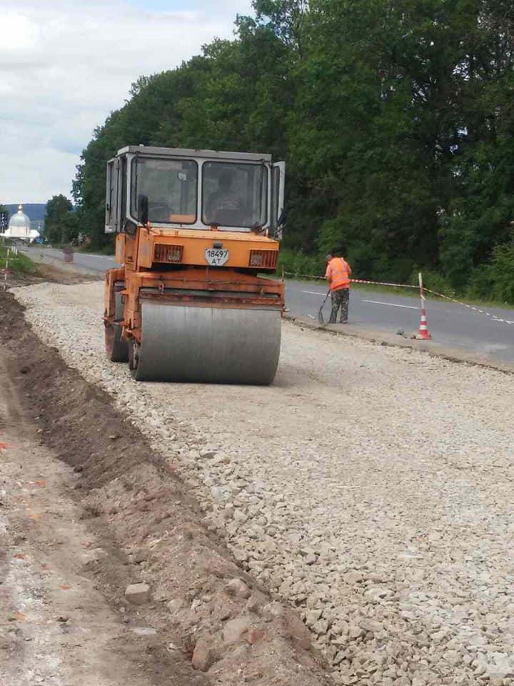 Великий транспортний потік: на дорозі держзначення на Рогатинщині зважуватимуть вантажівки