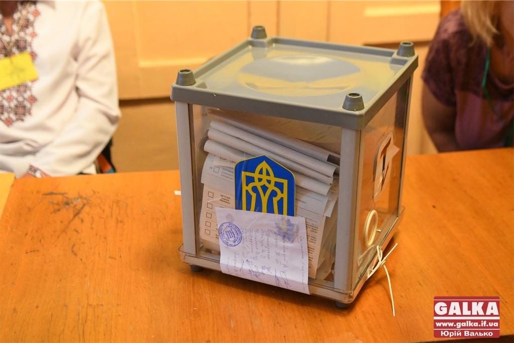 Одинадцять із 42 чинних депутатів івано-франківської міськради не будуть балотуватись на місцевих виборах