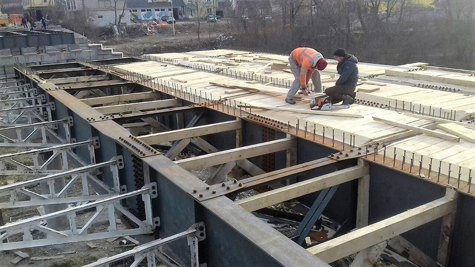 На Косівщині триває відновлення моста, який знесло повінню 11 років тому (ВІДЕО)
