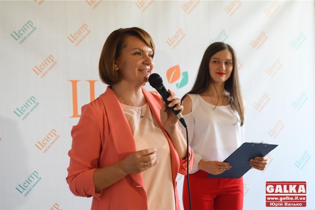 Франківська депутатка Савчук - у десятці найстильніших у Верховній Раді (ФОТО)