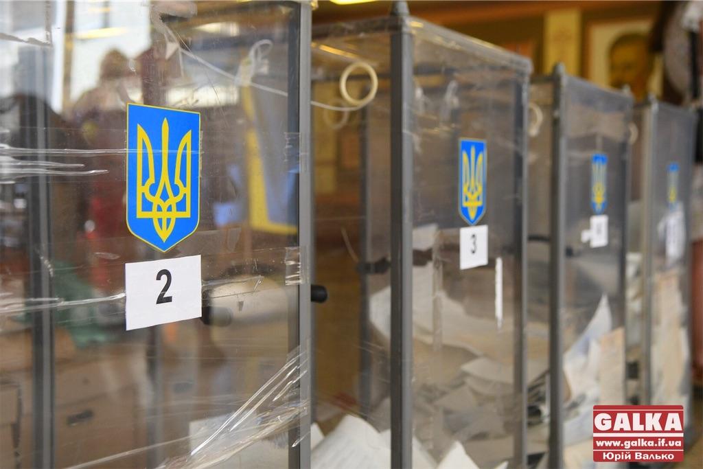 На Прикарпатті члени виборчої комісії забули поставити печатки на понад 800 бюлетенів