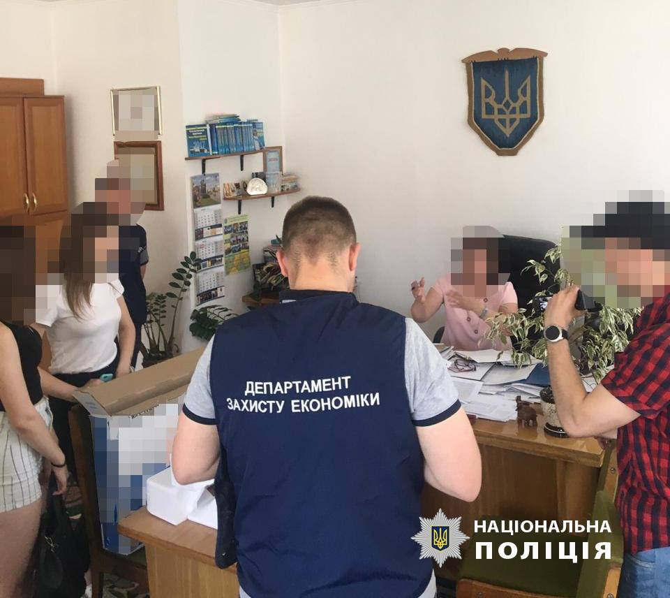 Керівника управління статистики в Івано-Франківській області спіймали на хабарі (фотофакт)