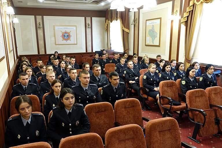 Шістдесят молодих офіцерів поповнили лави прикарпатської поліції (ФОТО)