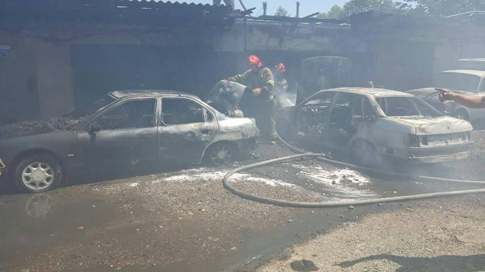 У Долині загорівся гараж і три автомобілі (ФОТО)