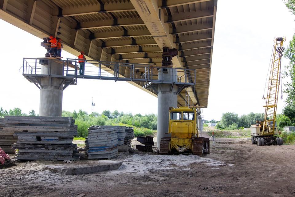 235 метрів: як триває будівництво мосту на Пасічну (ФОТО)