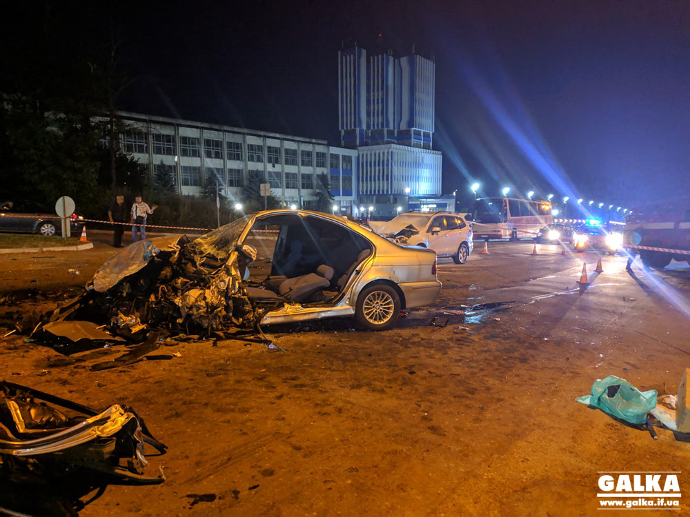 Масштабна ДТП у Пасічній – після зіткнення трьох машин одна загорілася, є травмовані (ФОТО, ВІДЕО, ОНОВЛЕНО)