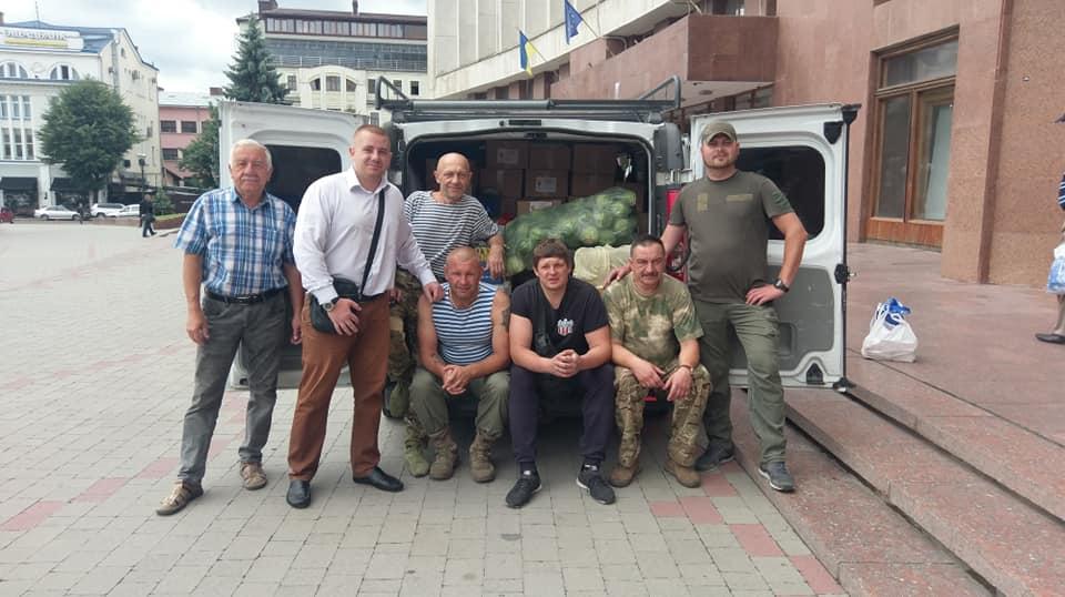 Прикарпатські волонтери повезли допомогу бійцям ООС (ФОТО)