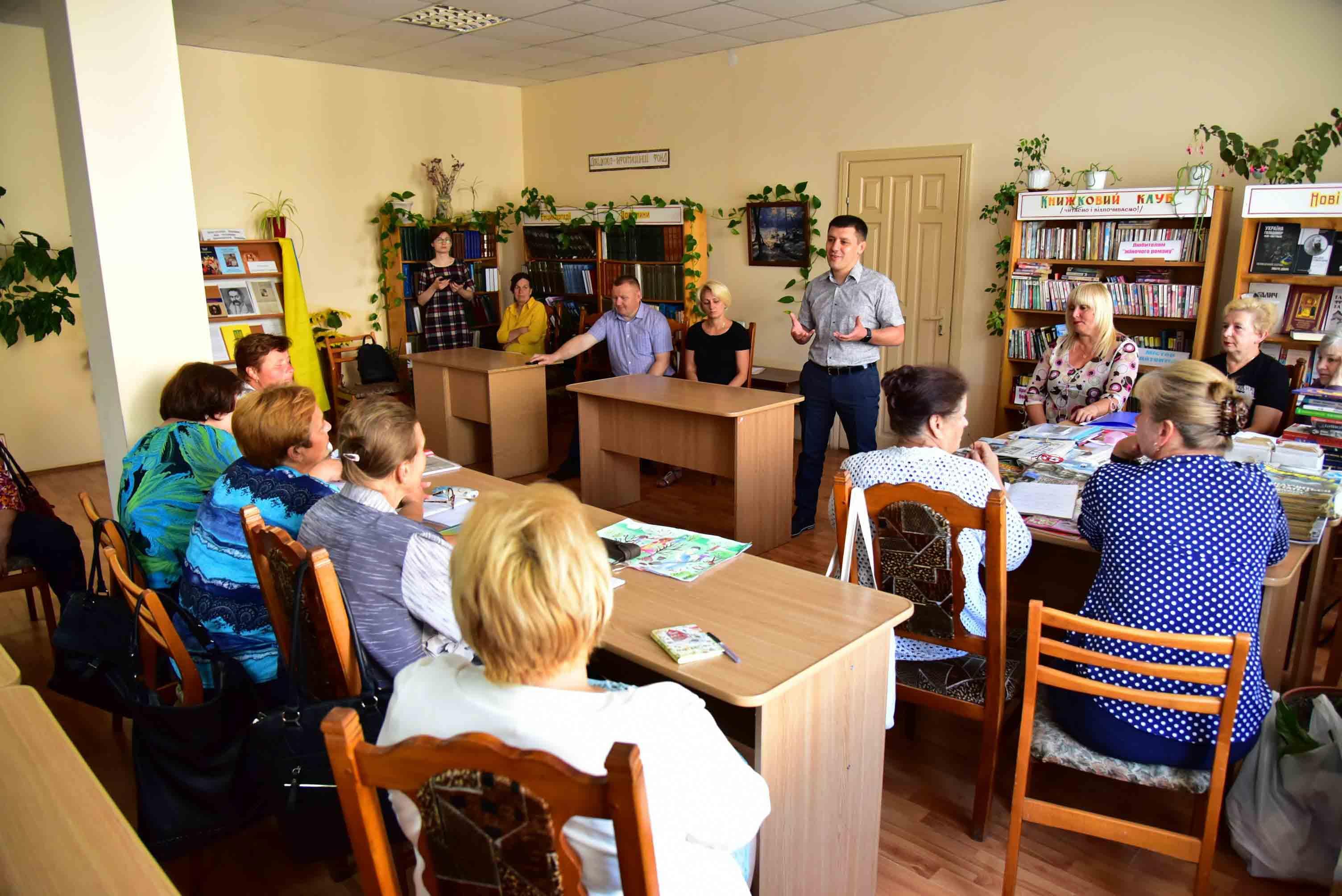Найбільше мешканці Калуського, Рогатинського, Галицького районів потребують нових доріг, – Едуард Прощук