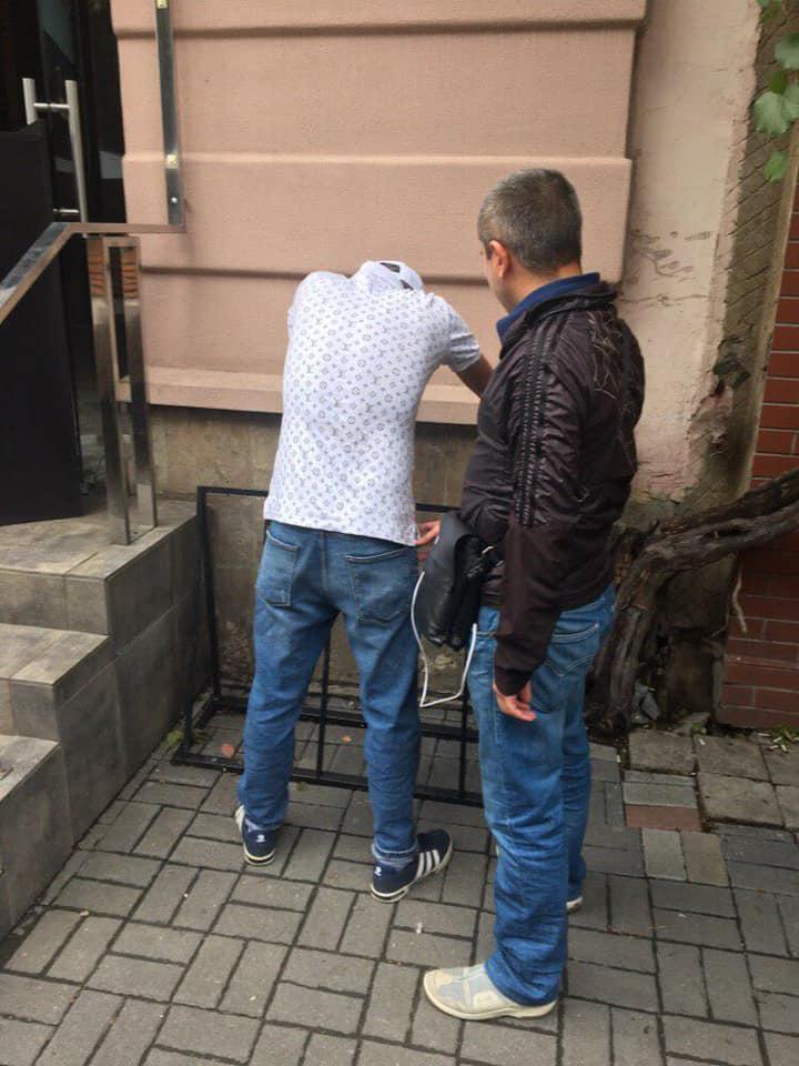 У центрі міста затримали іноземців з краденими речима (ФОТО)