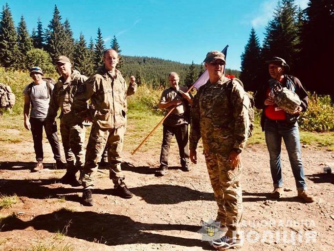 На Говерлі правоохоронці встановили пам'ятний знак «Загиблим на Сході України мирним громадянам та військовим» (ФОТО)
