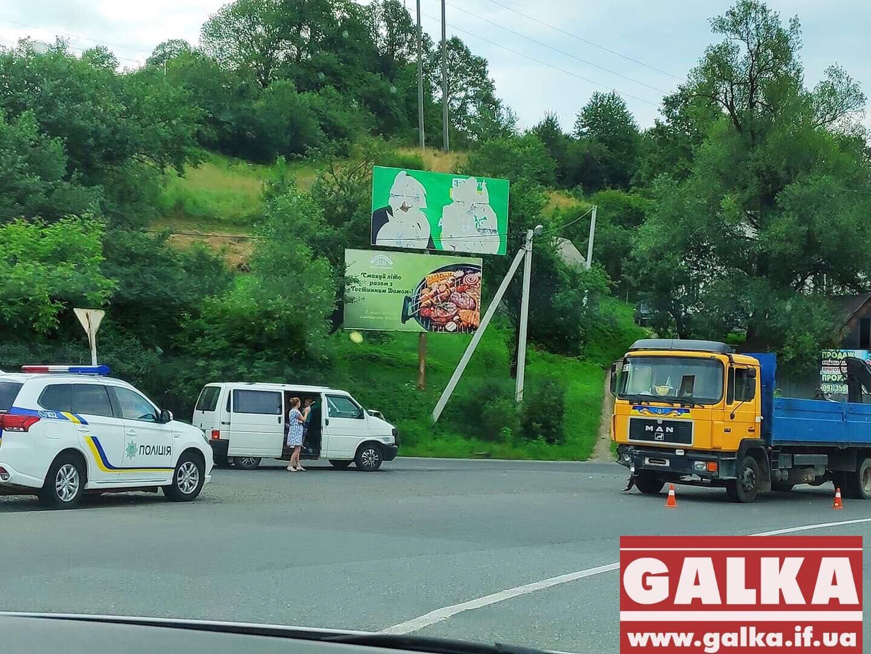 У Делятині мікроавтобус зіткнувся з вантажівкою (ФОТО)