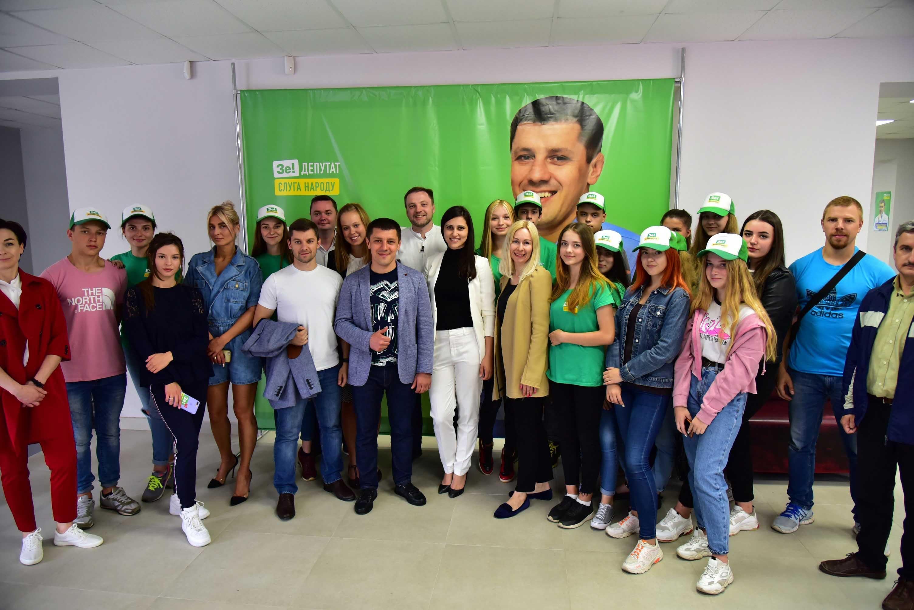 Команда «Слуги народу» приїхала підтримати Едуарда Прощука на 85 окрузі (ФОТО)