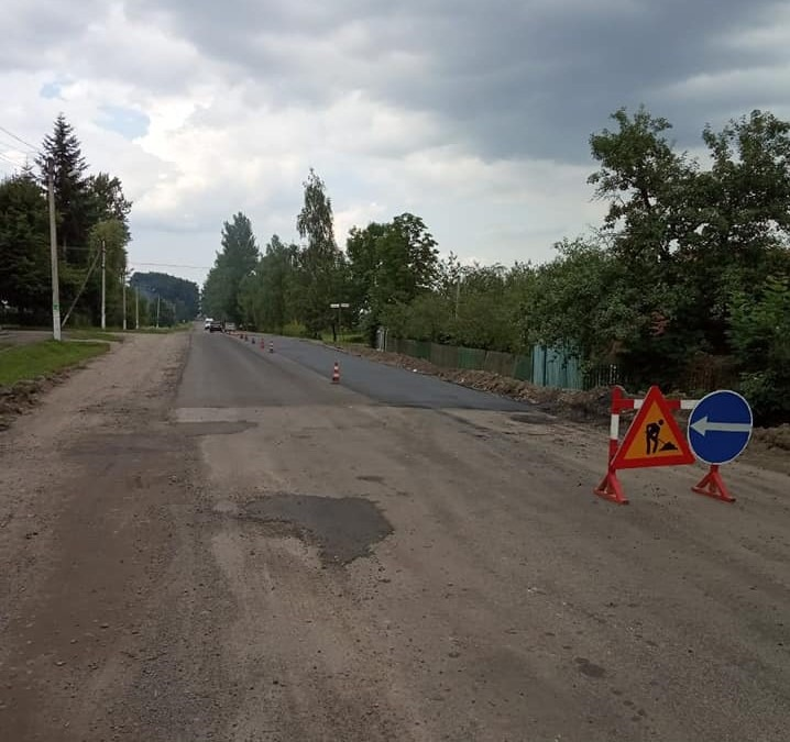 Сезон робіт триває: на Прикарпатті дорожники наводять лад на 6 автошляхах (ФОТО)