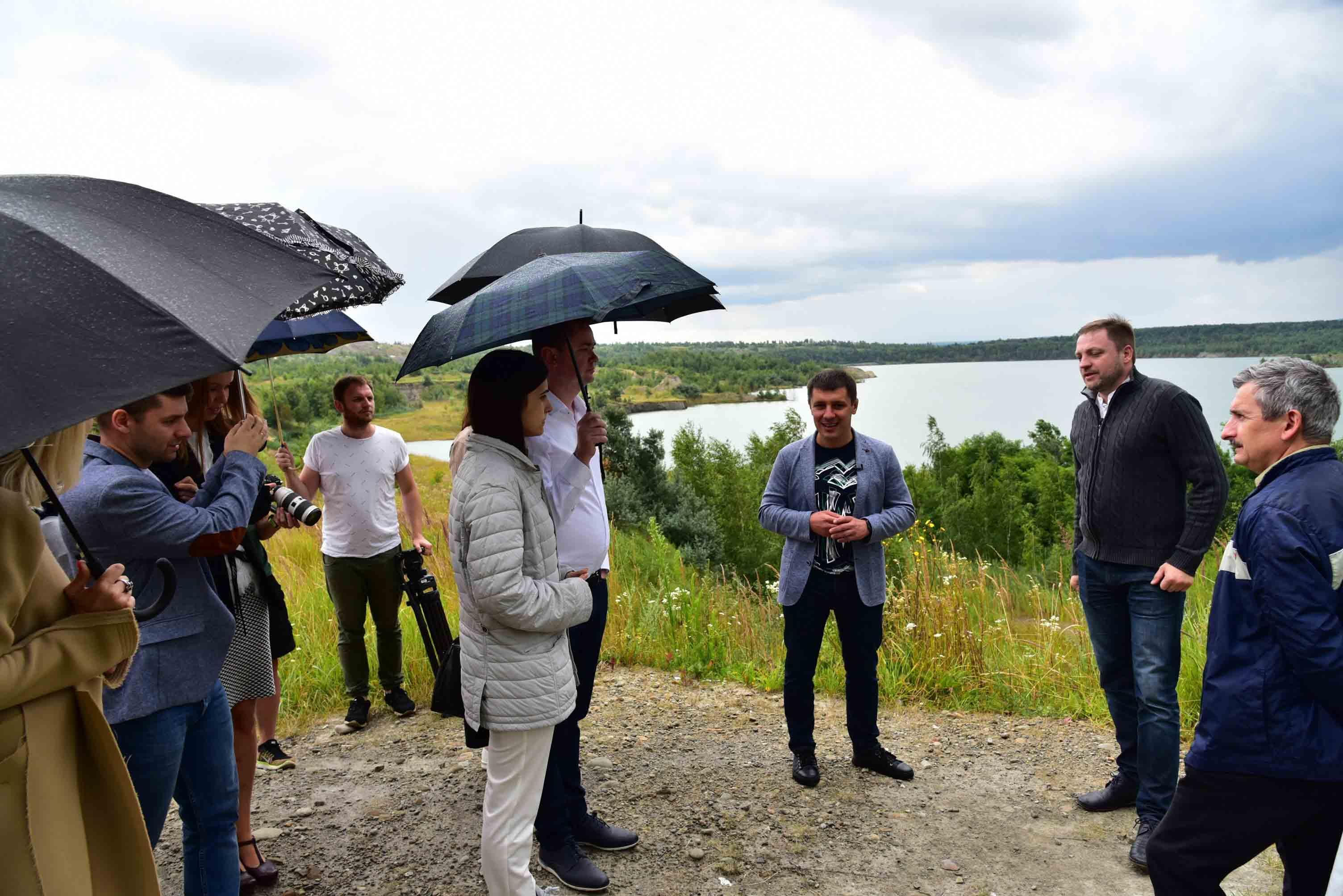 Едуард Прощук та представники партії «Слуга народу» оглянули Домбровський кар'єр