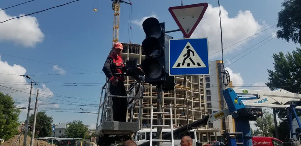 Чергове франківське перехрестя поповнилося сучасними світлофорами (ФОТО)